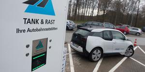 Elektromobil auf langer Strecke – mit Tank & Rast