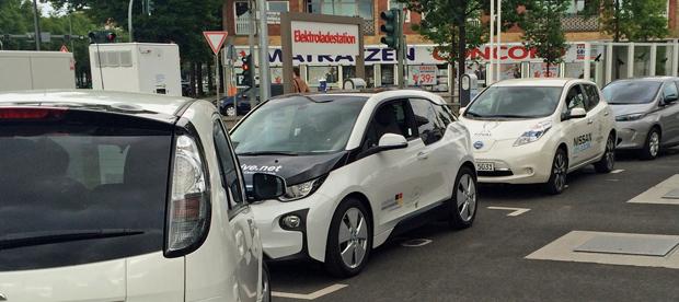 E-Fahrzeuge-am-Schnelllader