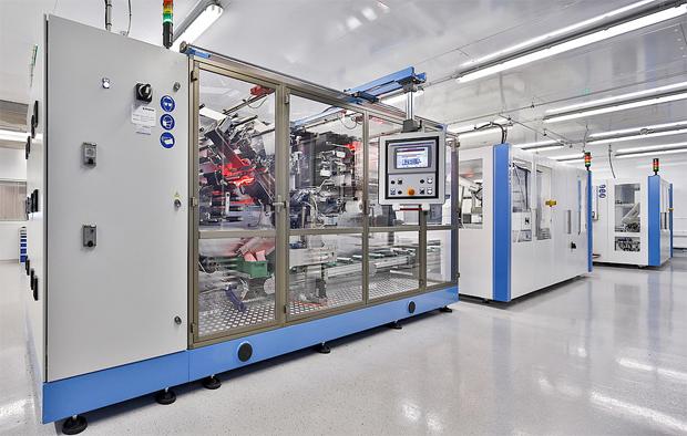 Vollautomatische Assemblierung aller Zellenkomponenten im 200 m² Trockenraum. Bild: ZSW/ M. Duckek.