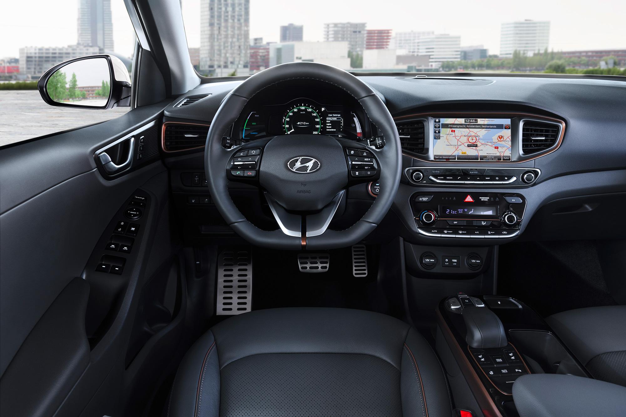 Hyundai-Electric-Cockpit