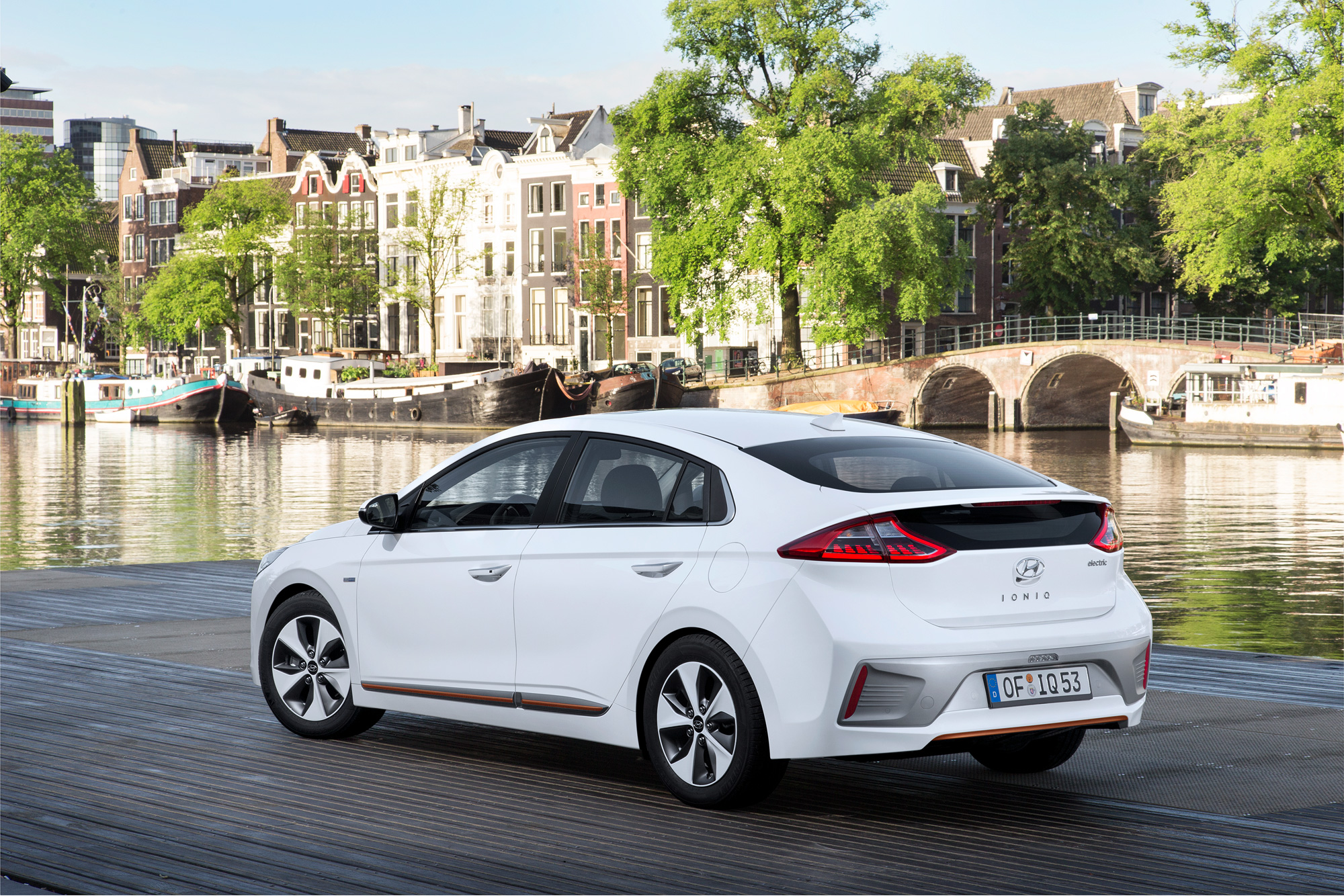 Hyundai-IONIQ-Electric-LinkeSeite