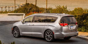 fiat-chrysler-pacifica-phev-2016