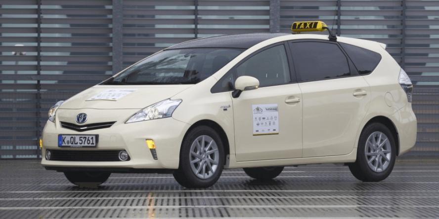 toyota-taxi-prius-hybrid-symbolbild