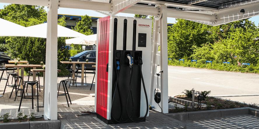 honda-offenbach-2017-einweihung.940-volt-ladestation-07