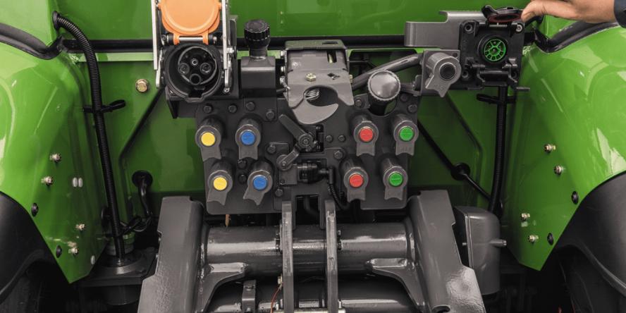 fendt-e100-vario-elektro-traktor-06