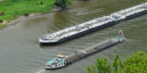 binnenschifffahrt-schiffe-symbolbild-pixabay