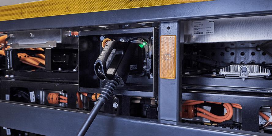 daimler-mercedes-benz-eactros-e-lkw-electric-truck-2018-02