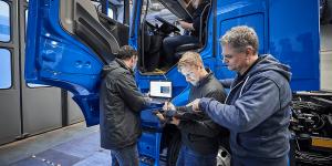 daimler-mercedes-benz-eactros-e-lkw-electric-truck-2018-12