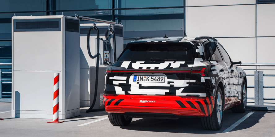 audi-e-tron-quattro-concept-car-2018-peter-schwierz-charging-station-ladestation-01