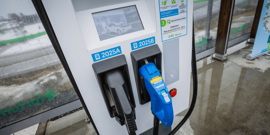 fortum-hpc-ladestation-charging-station-norwegen-norway-eroeffnung-april-2018-02-chademo-ccs