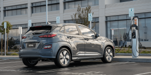 hyundai-kona-elektro-elektroauto-electric-car-chargepoint-ladestation-charging-station-02