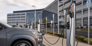 hyundai-kona-elektro-elektroauto-electric-car-chargepoint-ladestation-charging-station