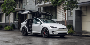 tesla-model-x-parking-doors