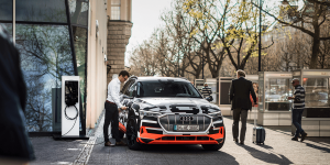 audi-e-tron-prototyp-ladestation-charging-station