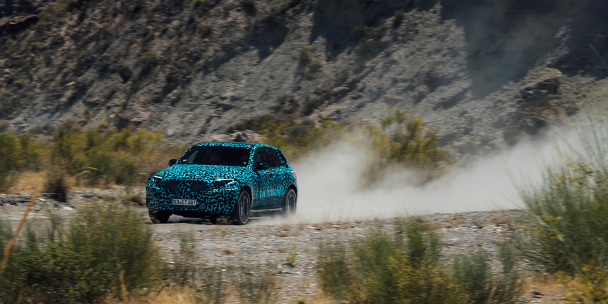 mercedes-benz-eqc-concept-car-summer-tests-2018-02