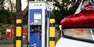 nissan-leaf-2018-40-kwh-daniel-boennighausen-05-enbw-ladestation-charging-station-02-min