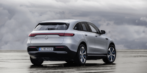 mercedes-benz-eqc-2018-004