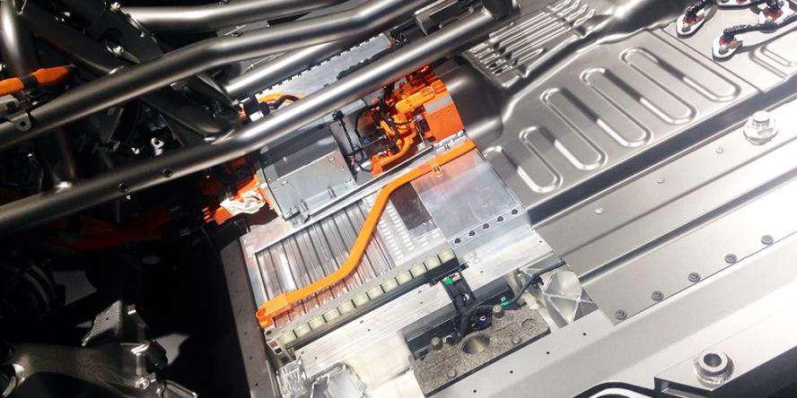 mercedes-benz-eqc-2018-batteriezellen-battery-cells