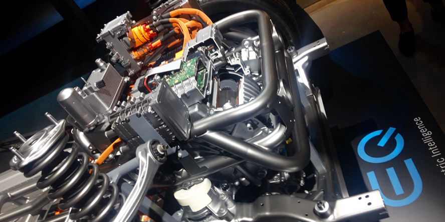 mercedes-benz-eqc-2018-elektromotor-front-drive