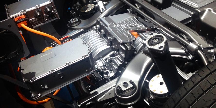 mercedes-benz-eqc-2018-ladeanschluss-elektromotor-heck-charging-point-drive