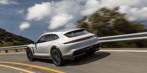 porsche-mission-e-cross-turismo-2018-02 (1)