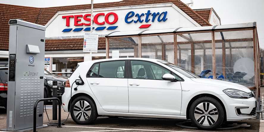 volkswagen-tesco-pod-point-charging-station-ladestation-uk-03