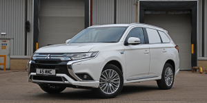 mitsubishi-outlander-phev-2019-commercial-version-02-min