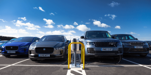 jaguar-land-rover-newmotion-ladestation-charging-station-uk-grossbritannien-02-min