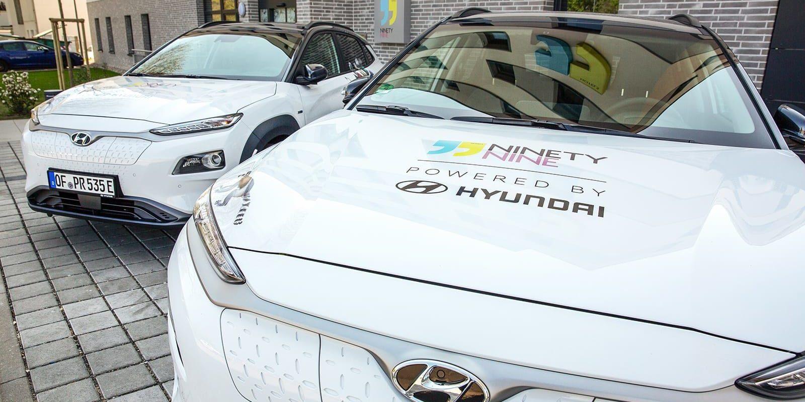Hyundai: Ladesäulen & E-Shuttles an NinetyNine-Hotels