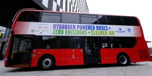 alexander-dennis-enviro400-fuel-cell-bus-brennstoffstellen-bus-min