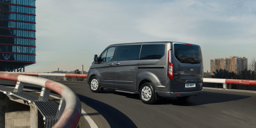 ford-tourneo-custom-phev-2019-03-min