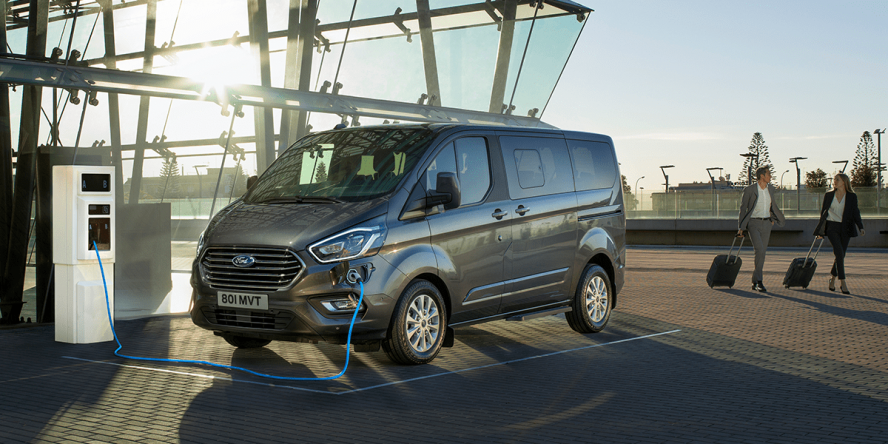 ford-tourneo-custom-phev-2019-04-min