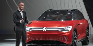 volkswagen-id-roomzz-auto-shanghai-2019-herbert-diess-01