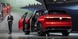 volkswagen-id-roomzz-auto-shanghai-2019-herbert-diess-02
