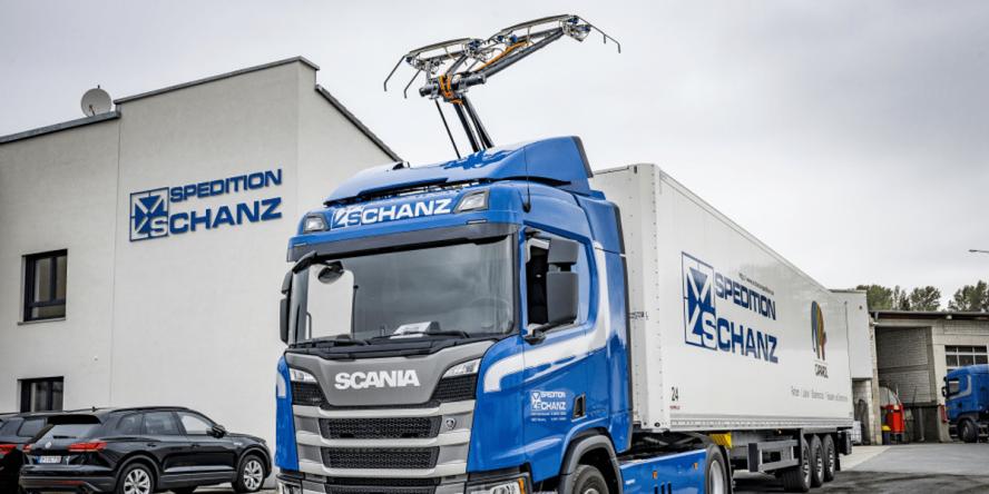 scania-r-450-hybrid-truck-hybrid-lkw-ehighway-frankfurt-schanz-spedition-02-min