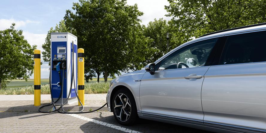 volkswagen-passat-gte-2019-ladestation-charging-station-enbw-fahrbericht-daniel-boennighausen-02
