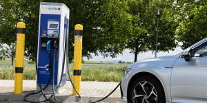 volkswagen-passat-gte-2019-ladestation-charging-station-enbw-fahrbericht-daniel-boennighausen-03