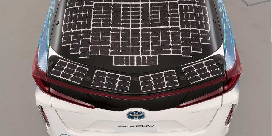 toyota-prius-phev-solar-powered-01