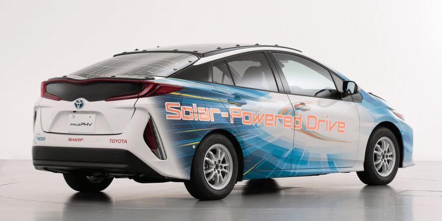 toyota-prius-phev-solar-powered-03