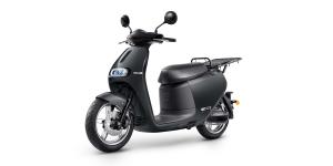 gogoro-2-utility-e-roller-electric-scooter-2019-01