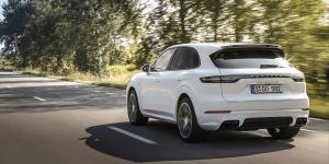 porsche-cayenne-turbo-s-e-hybrid-2019-03-min