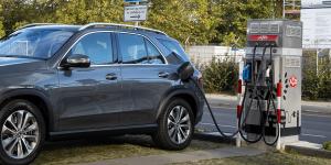 mercedes-benz-gle-350-de-4matic-phev-2019-01-allego-avd-ladestation-charging-station-min