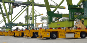 autonomous-container-transportation-tuas-port-of-singapore-singapur-hafen-min