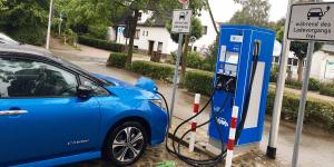 schenefeld-ladestation-charging-station-hanse-werk-nissanl-leaf-e-plus-2019-01-daniel-boennighausen-min