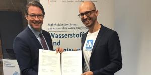 andreas-scheuer-h2-mobility-unterzeichnung-oktober-2019-min