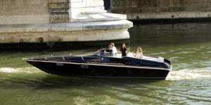 black-swan-motorboot-motor-boat-2019-01-min