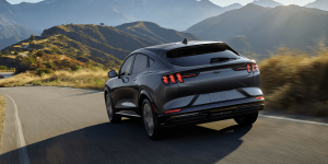 ford-mustang-mach-e-2019-04-min