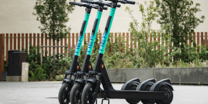 tier-mobility-e-tretroller-electric-kick-scooter-akku-tausch-battery-swap-2019-01-min