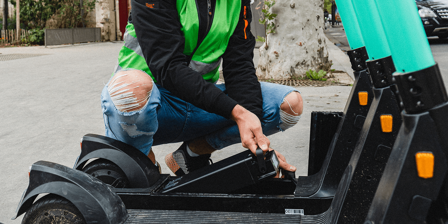 tier-mobility-e-tretroller-electric-kick-scooter-akku-tausch-battery-swap-2019-03-min