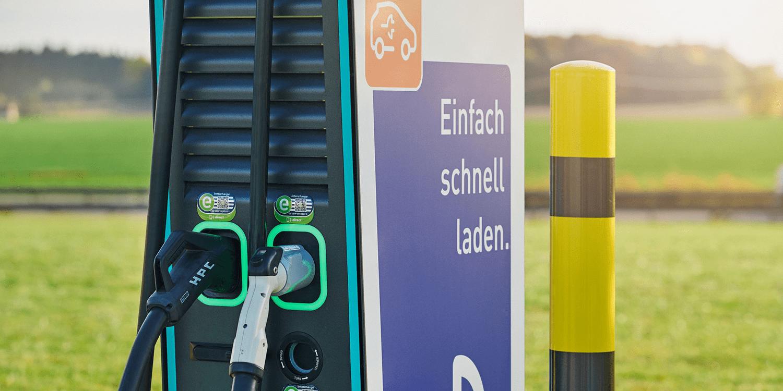 EnBW stattet Trigema-Filialen mit 300-kW-Ladesäulen aus